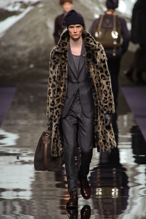 gayhughhefner:  diorhomo:  mateusonofre:  Louis Vuitton MEN F/W 2013  in2 it   N O