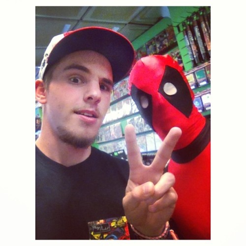 Oh you know, just taking #selfies with #deadpool on #freecomicbookday #comics #me #instagram #bravenewworlds  (at Brave New Worlds Comics)