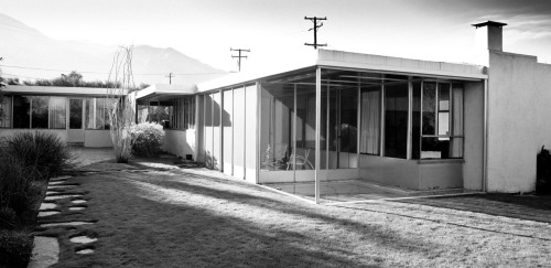mobylosangelesarchitecture:  first off: thanks to palm springs modernism week for organizing a whole bunch of great events last week, and also for asking me to come out and speak with frances anderton at the ace on saturday. also on saturday i was able to visit the richard neutra 'miller house'. palm springs is, of course, filled with remarkable mid century architecture, with this house standing as one of the best examples. simple and thoughtful and smart and interesting and practical and understated, it's mid century desert architecture (as designed by a man born in the mountains of austria, of course) at it's best. palm springs fascinates and baffles me. it's beautiful and it seems like a great place to live, even if it's a desert furnace that without irrigation is probably incapable of supporting biological life for 2 or 3 months out of the year. oh, and there are probably much better photographs of this iconic house, but, for better or worse, here are mine. thanks, moby