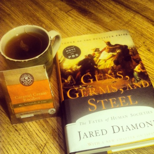 Tea and a good book #historymajor #coffeebean #tealeaf #gunsgremssteel