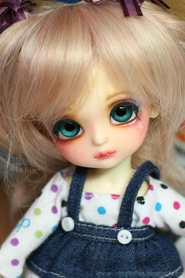 BLOGGED: Miette's 3rd Face Up  Miette's old face up was getting crummy, so I decided to redo it around a week ago. I couldn't be happier with the result! My little rainbow sprite is back! ♥♥♥