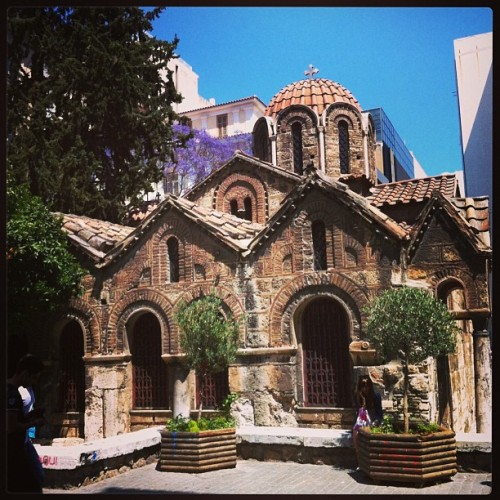 #greek #orthodox #church right in the middle of #plaka #shopping #district  (at Πλάκα (Plaka))