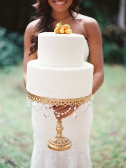 love the cake with the cake stand