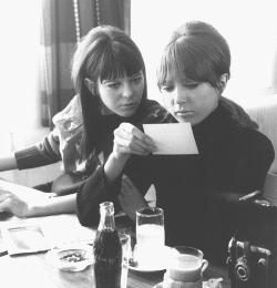 thelovelymaureen:  March 1965 - Maureen & Pattie in Obertauern, Austria, reading Melody Maker. [X]