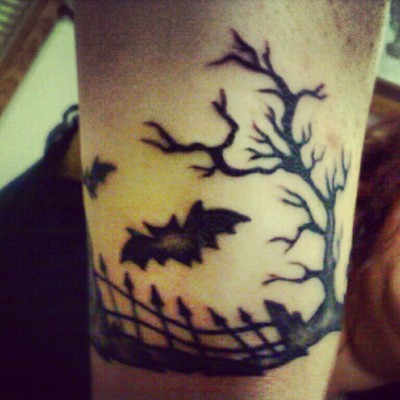 #bats #tattoo #tattoos #halloween #fashion #famous #goth #gothic #love #lifestyle #ink #inked #tattooedgirls #tree #fence #graves #graveyard #canvas #art