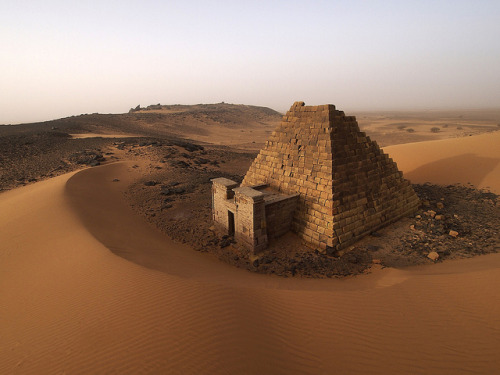 visitheworld:  The ancient nubian pyramids of Meroë in northern Sudan (by opaxir).