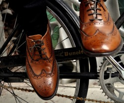 maninpink:  Wingtips on a fixie