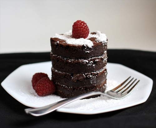 neekaisweird:  Flourless Chocolate Fudge Truffle Cake