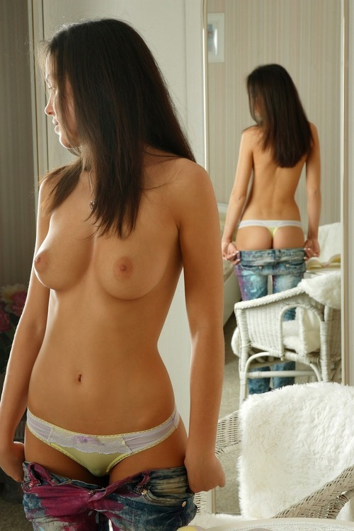 ynotbnude:  She looks about perfect to me!!!