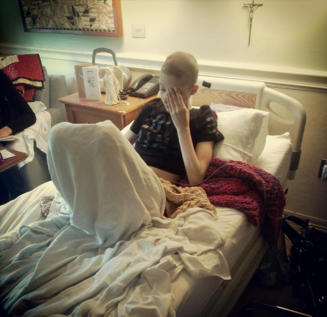 beanpunk-rockerbath:  This is 19 year old Marie Fowler. Her cancer just returned, and has been declared terminal. She's already in Hospice Care. Her final wish is to meet Kellin Quinn from Sleeping With Sirens. Please, make it happen. Spread the word. This girl deserves it.