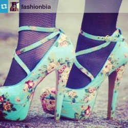 imsuperjelai:  #Repost from @fashionbia #shoes #heels #blue #love #repost