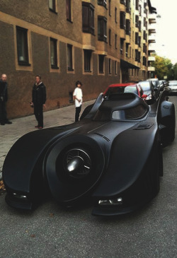 exquisitebueno:  prettyboyflacko91:  The Michael Keaton Bat Mobile  want.