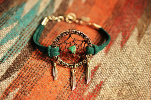 grace2face:  Peacock Green Suede Dreamcatcher Bracelet on We Heart It - http://weheartit.com/entry/50486179/via/Grejsuu