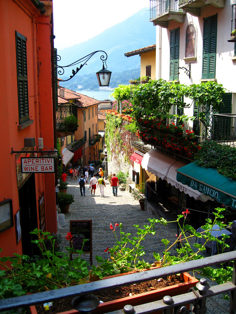 bluepueblo:  Bellagio, Lake Como, Italy photo via susan  #Bellagio
