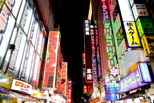 dreams-of-japan:  Night Street - Akihabara by cocoip on Flickr.