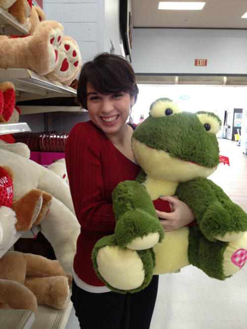 confusinglystrong:  Gabbi with her frogman.  omg what is with my smile but guys i found my valentine's date!!!