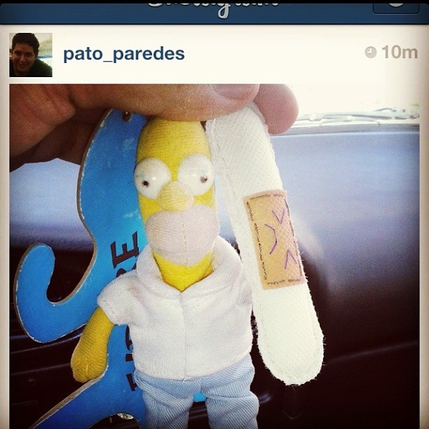 #bandaid #keychain hangs with #homer #duh Gracias @pato_paredes & @arianataranto #suturacorazon #handmade #human #organ #plush #craft with #love