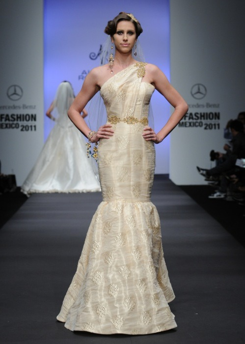 http://runwaypassport.tumblr.com/post/3884764615/alberto-rodriguez-mercedes-benz-mexico-fw-a-w-2011