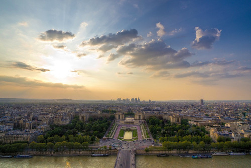 parisbeautiful:  Paris by . Marzo | Photography . on Flickr.