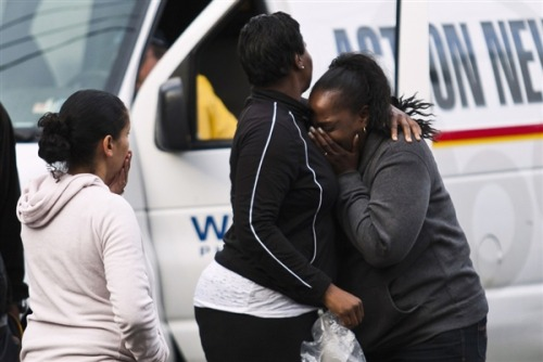 "Trenton hostage situation passes 24 hours (Photo: Eduardo Munoz / Reuters) A hostage situation in the New Jersey capital of Trenton passed its 24th hour on Saturday as police worked to coax out an unidentified armed man who has taken ""multiple"" hostages amid reports of fatalities. Read the complete story."