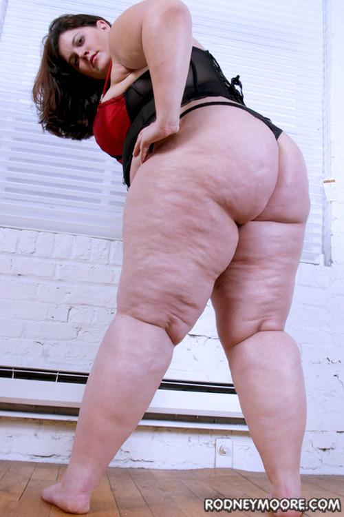 Mmm big, chunky ass!