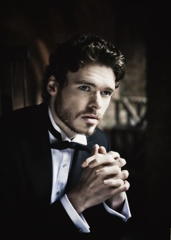 gagaygeek:  I Would… 6. Richard Madden