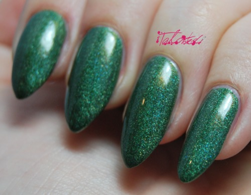SWATCH: A-england 'Dragon' Another polish from the beautiful a-england 'The Legend' collection. This one is a glorious emerald green that, depending on the light, has a blue or gold tint and a true holographic shimmer running through it. Just like the other polishes in this collection, this could have been a one-coater but I am a creature of habit and did two. Topped with Seche Vite, although it's shiny and sparkley without. You can get Adina's stunning nail polishes here: www.a-england.co.uk Lex :)