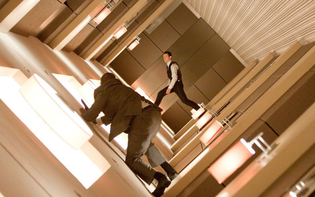 riseofthecommonwoodpile:  Did you know? The entire hallway scene in Inception was unscripted. The hallway randomly began spinning around and the actors just went with it.