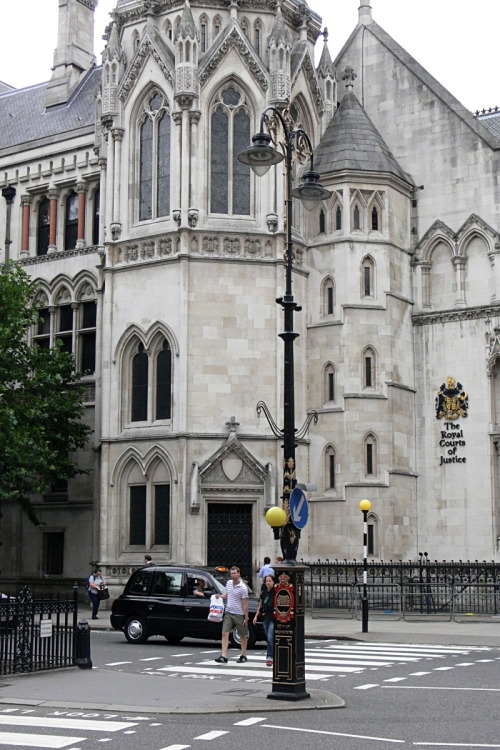 lndnwlkr:  Royal Courts of Justice, Strand, London (by Walwyn)