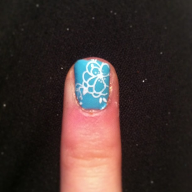 makkmiller:  #nails #pretty #nailart #blue #white #flowers