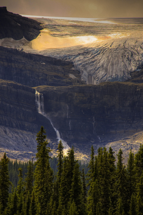 kateoplis:  hesito:  Bow Glacier waterfall (by jimraley)  Gah.  Holy nature!