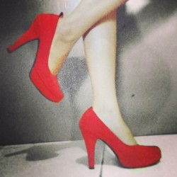 Still my favourite #stilletos #heels #shockingred #pumpshoes #instafashion #instagood #fashion