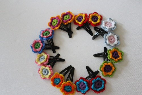 Crochet Flower Hairclips Pattern adopted from here and here.