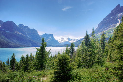 f0rbidden-forest:  St. Mary Lake, Glacier National Park (by WorldofArun)