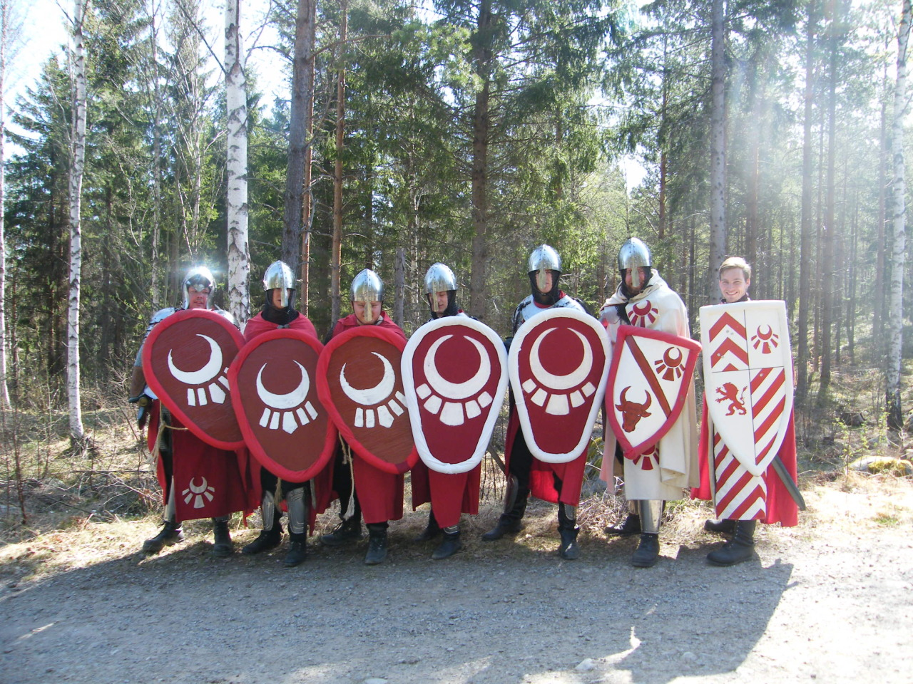 protoman-swe:  This is the Order of Ethan. The group of Knight templars. The Ones in Red tabards are the Order Sergeants and the ones on the right is The two Knights.