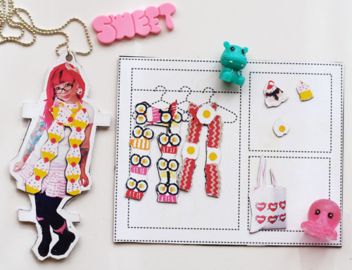 Cute magnetic paper doll idea via Cat Morley for Twinkie Chan! Interview here, Tutorial here