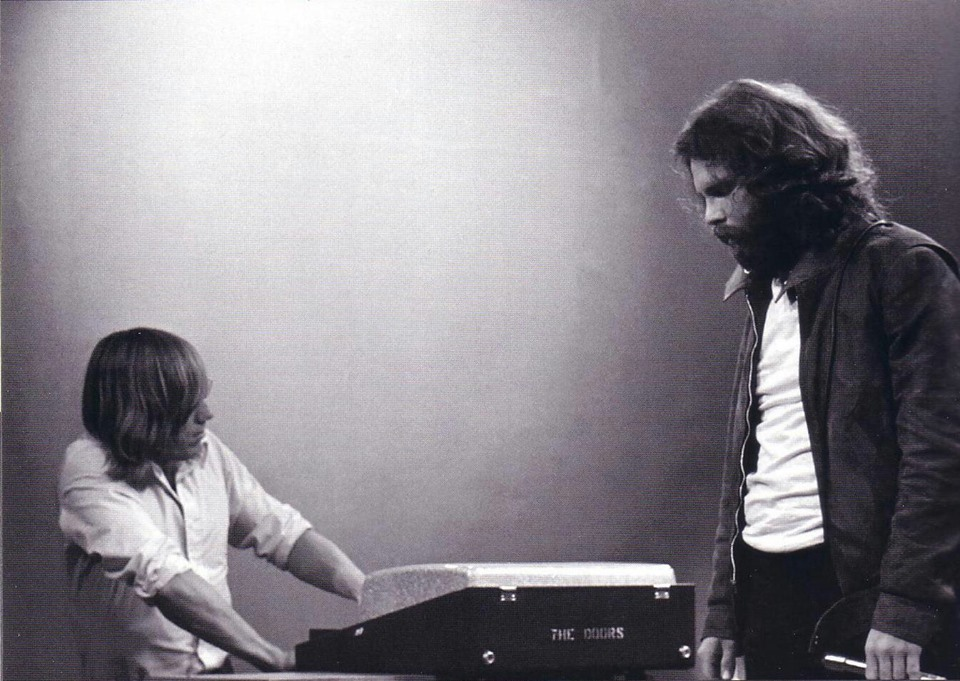 guitarslob:  Ray Manzarek & Jim Morrison in 1971