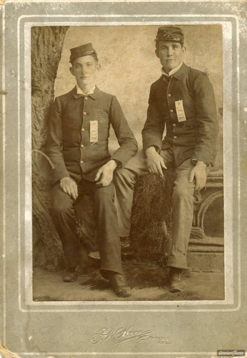 Civil War brothers who died during the same battle So young! This photo is of Daniel & Joseph Budd, brothers from Missouri, who both died in the Civil War during the battle of Vassar Hill on July 18th, 1862. [ Details: Daniel & Joseph Budd Civil War Missouri ]