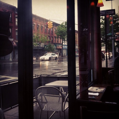 Rainy Brooklyn breakfast #streetscene #brooklyn #cafe