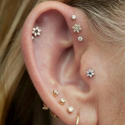 deliriosity:  marybriana:  love  woah i love the triple forward helix earrings i might have to get those once my ear heals  gimme your ears