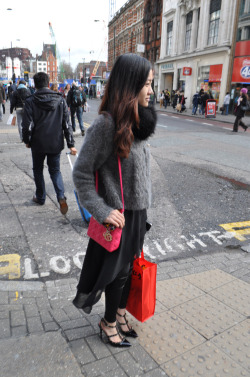 (via Street Style. Somewhere in Oxford Street.)