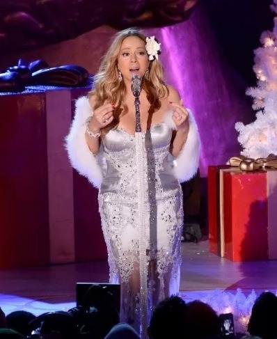 Is Mariah Carey planning a world tour??? That's the rumor at least given Mariah and her fellow American Idol judges are said to be let go at the end of the season plus the success of her song, 'Beautiful'.