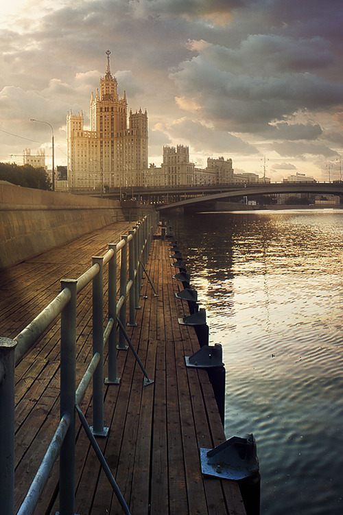 wonderous-world:  The Moscow Saga by Andrey