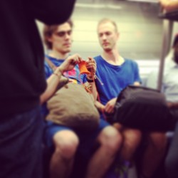 Couple knit together… sit together… #Ltrain #knittingfactory #brooklynbound  (at MTA Subway - L Train)