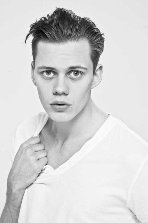 Bill Skarsgård - apparently Swedish men are fucking gorgeous.