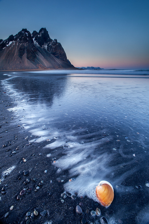 llbwwb:  Sunset at Stokksnes (by Snorri Gunnarsson)