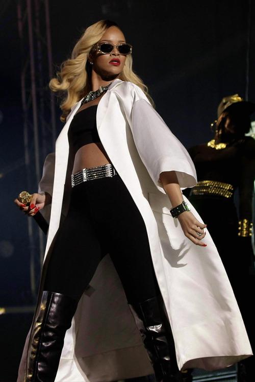 tumblr mnhzqn3OBh1ro1dyeo1 500 - Rihanna