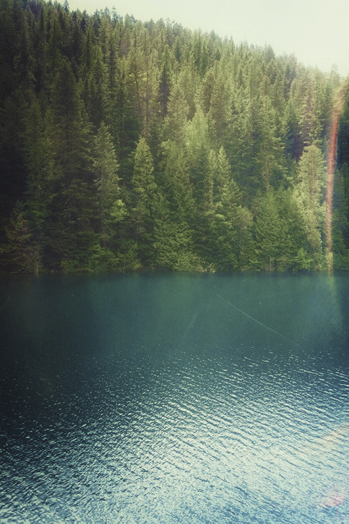 tearingdowndoors:  Bead Lake, Washington | Justin Mullet