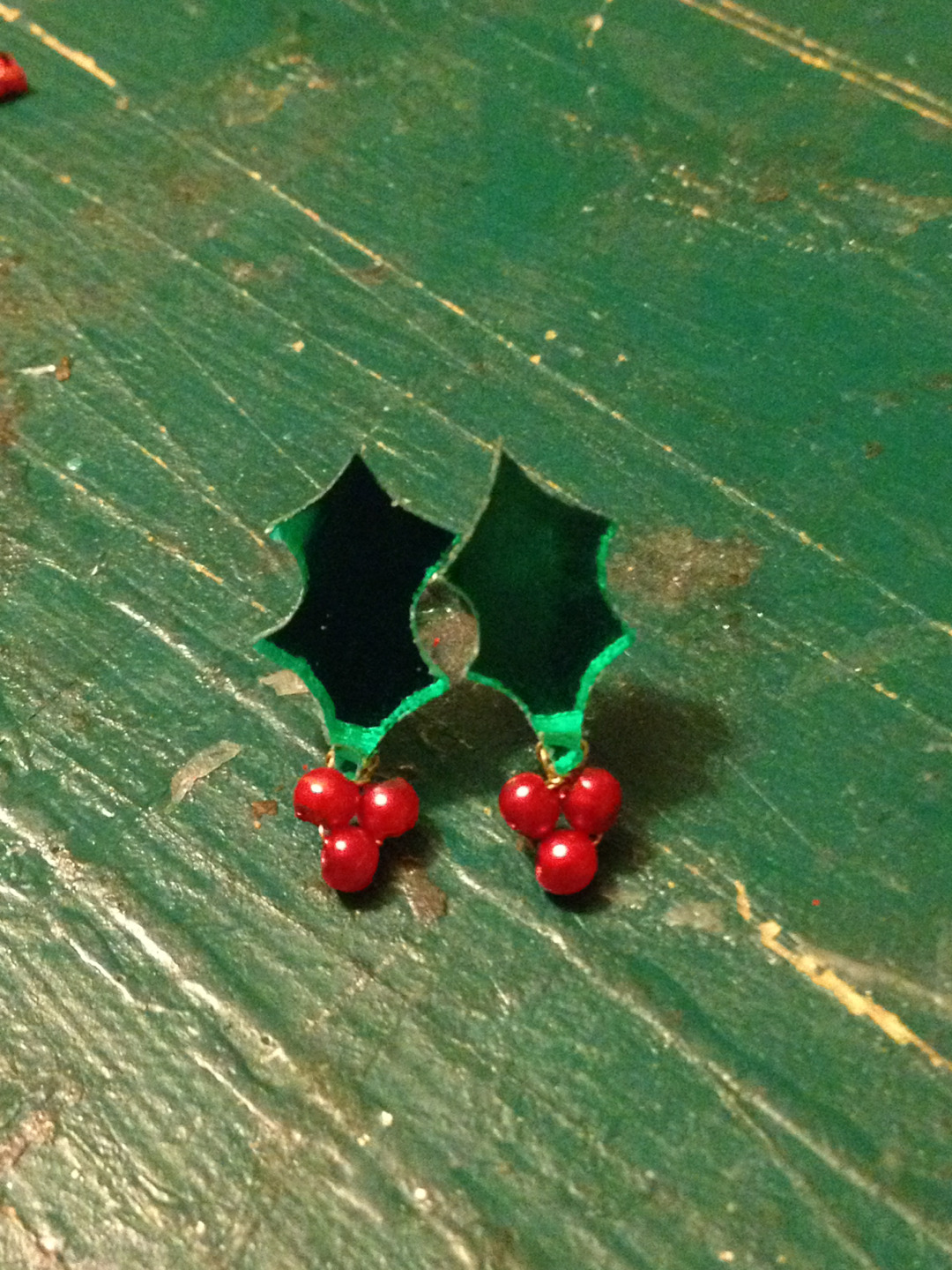 Quick Christmas earrings in the workshop.