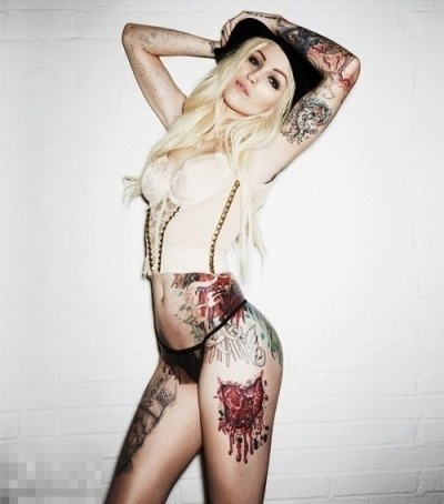 thenatalia-paz:  Something about tattooed women. :p